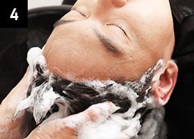 使用氨基酸洗发水来清洗头发