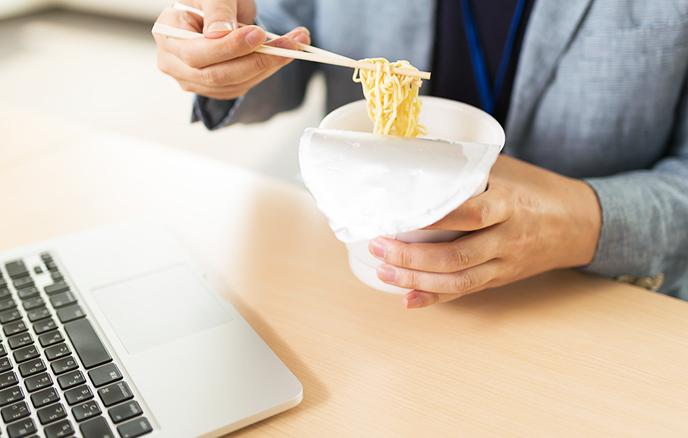 生活方式不规律和营养不良会导致IGF降低。